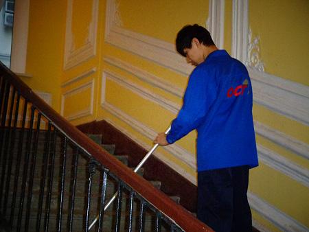 Уборка лестницы подъезда